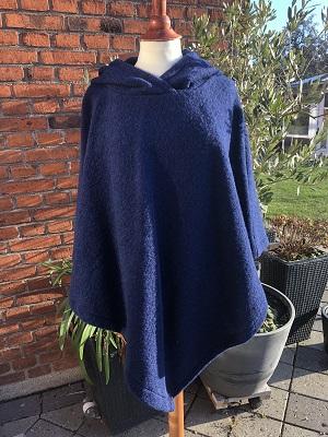 blå poncho med hætte