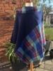 blå poncho med farvemix